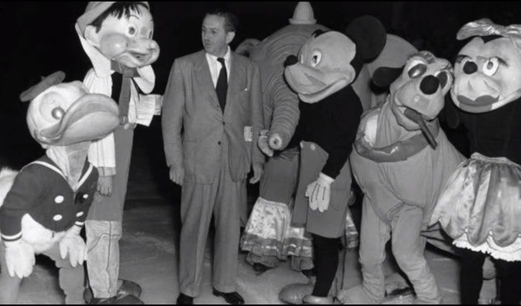 ミッキーマウスの顔・フェイスが変わる?衝撃の顔の歴史・変化を初期から最新まで比較紹介!